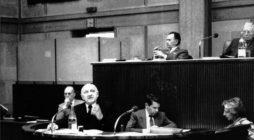 Paris, 10-11 février 1987, présentation du rapport «Grande pauvreté et précarité économique et sociale»